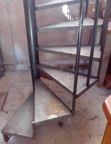 escalier-metallique-ferronnerie-durand-hyeres-var-480