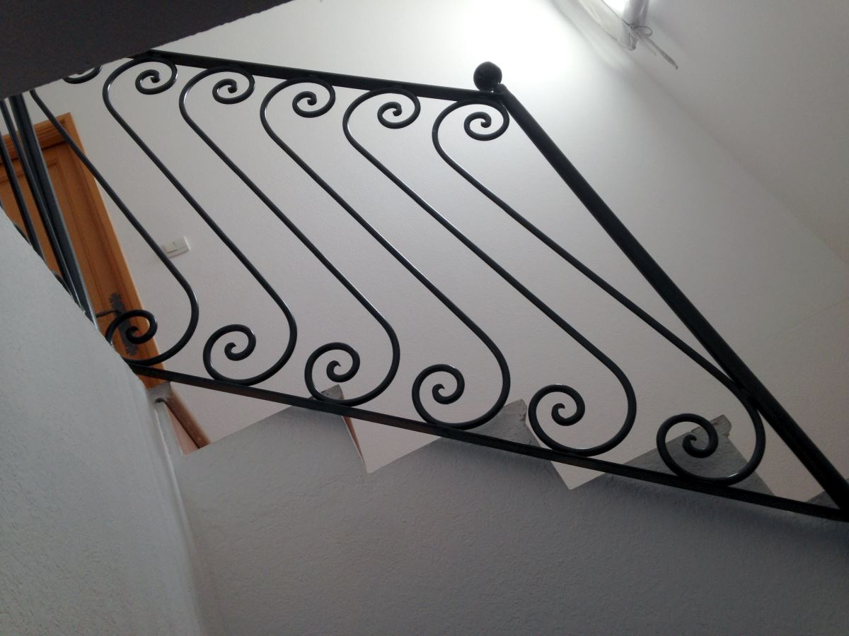 rampe-escalier-fer-forgé-ferronnerie-durand-hyères-var
